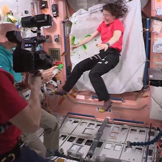 Astronotlar uzayda sıvı oyun balçığı Slime ile oynadı