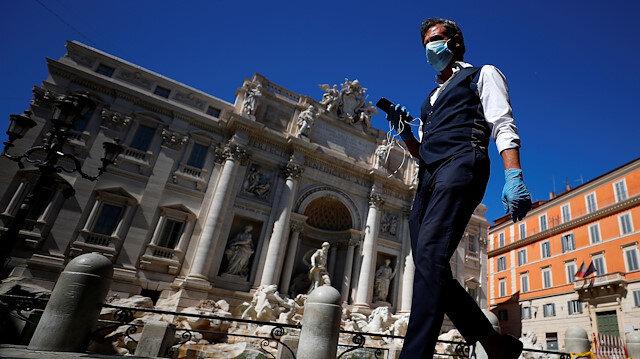 İtalya Başbakanı Conte 'cesaret verici' diyerek duyurdu: Sıkı tedbirler gevşetiliyor