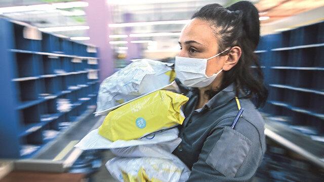 Kovid-19 mesaisi: En az sağlık çalışanları kadar fedakarlık yaparak çalışıyorlar
