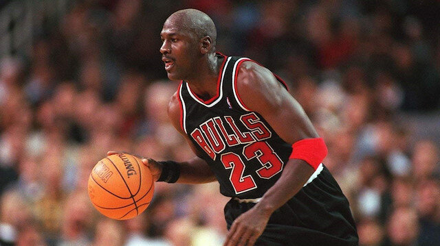 Michael Jordan'ın 35 yıllık ayakkabısı 560 bin dolara satıldı