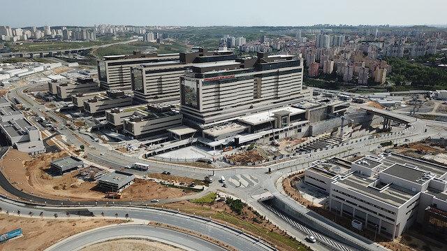 21 Mayısta açılacak Başakşehir Çam ve Sakura Şehir Hastanesi'ndeki son durum havadan görüntülendi