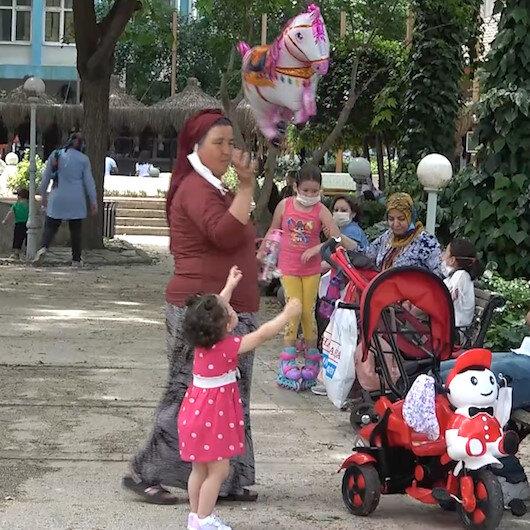 Çocuklar caddelere ve parklara akın etti