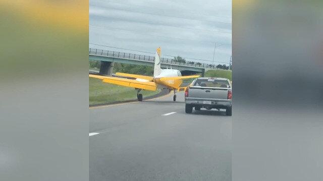 ABD'de arızalanan uçak otoyola iniş yaptı