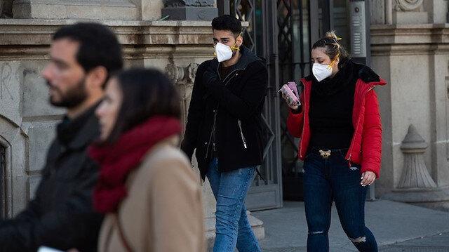 Koronavirüsün bulaşmaması için açık havada 2 metre sosyal mesafe yeterli olmayabilir