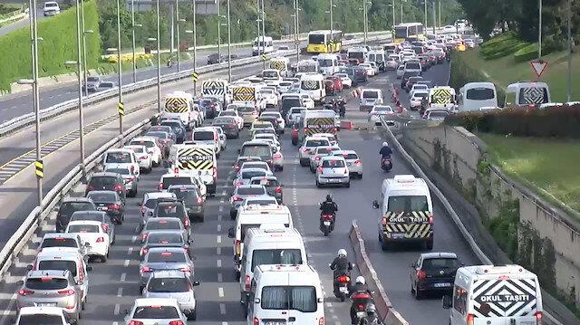 Dört günlük kısıtlamanın bitmesiyle İstanbul trafiğinde yine yoğunluk yaşandı