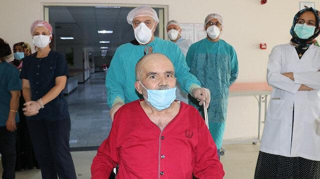 İki kez kalbi duran 62 yaşındaki hasta koronavirüsü yendi