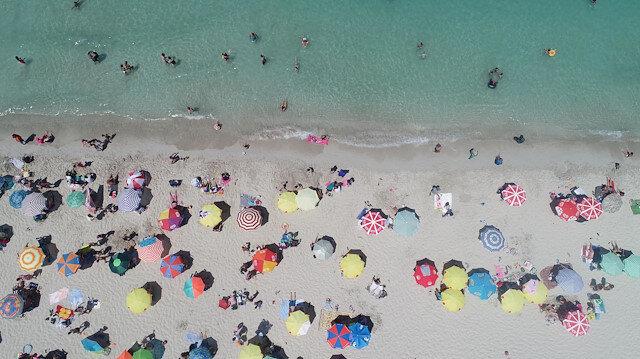 Uzman isimden dikkat çeken açıklama: Koronavirüs denizden bulaşmaz, havuz daha riskli