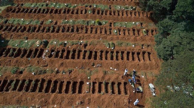 Brezilya'da toplu mezarlar havadan görüntülendi