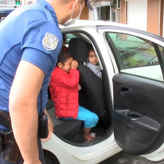Araçta bırakılan ve korkudan ağlayan çocukları polis sakinleştirdi