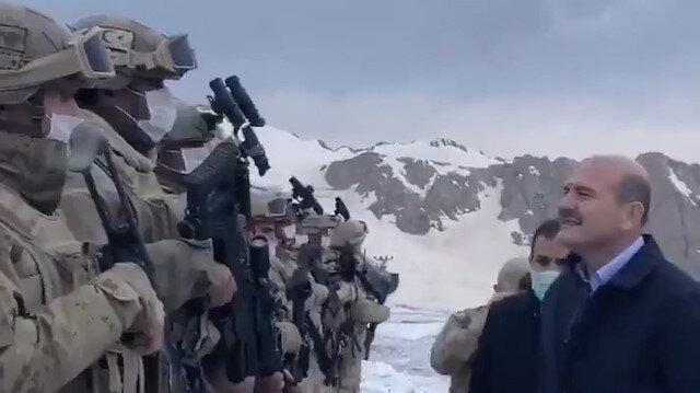 İçişleri Bakanı Soylu, İkiyaka Dağları'nda Mehmetçikle iftar yaptı
