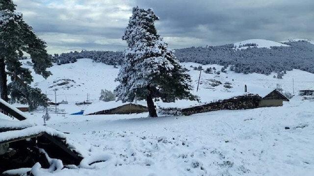 Amasya'da yaylalar Mayısın sonunda beyaza büründü