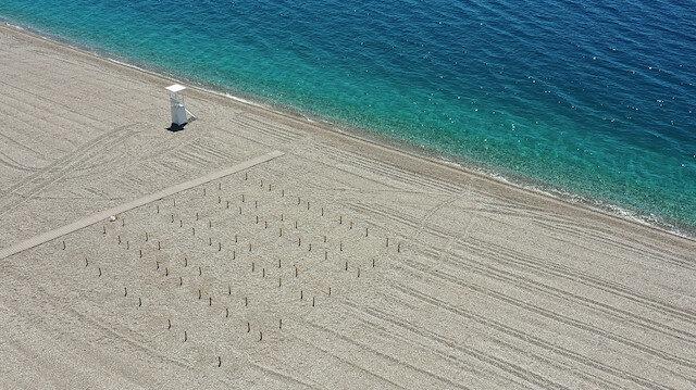 🏖️ Dünyaca ünlü plajda deniz keyfine  'sosyal mesafe' ayarı