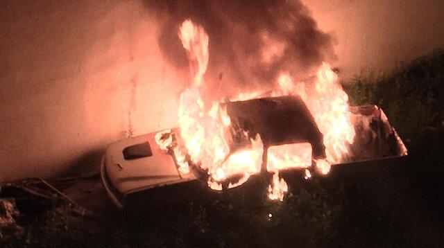 Park halindeki pikap alev alev yanarak küle döndü: Faciayı itfaiye ekipleri önledi