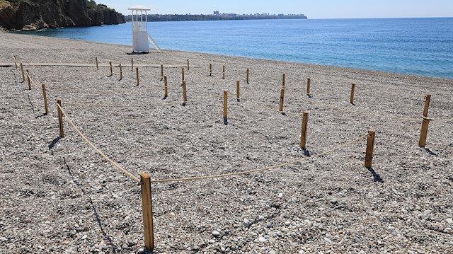 Dünyaca ünlü Konyaaltı Sahili'nde 'yeni normal' kuralları: Özel alanların dışına çıkılamayacak