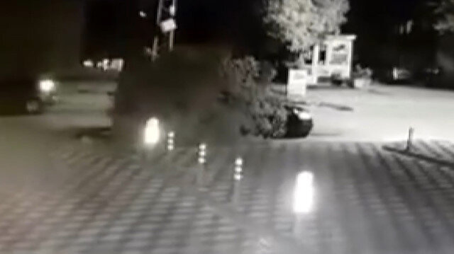 Alkollü halde çarptığı ağaçla 3 kilometre yol gitti: İlginç görüntü kamerada