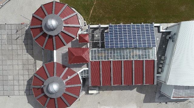 Sivas'taki bu okul kendi elektriğini üretiyor, suyunu da kendisi kuyudan çıkarıyor