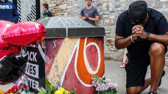 ABD'de bir siyahiyi boğarak öldüren polislerin işine son verildi