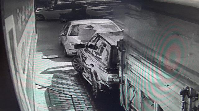 Evinin önünde araç yıkanmasına sinirlendi: Çöp kutusunu lüks cipin üzerine boşalttı