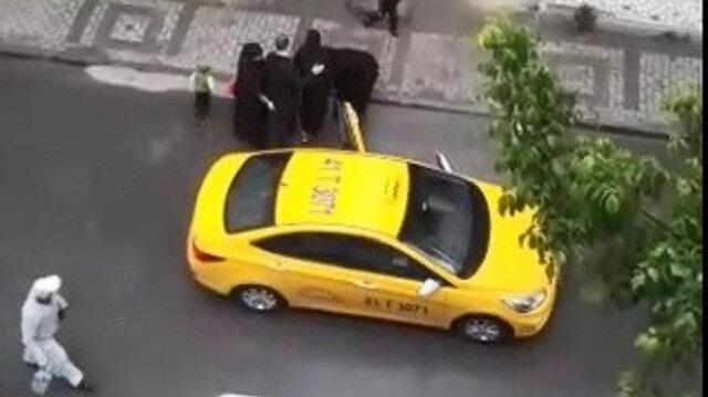 Vicdansız taksici doğum yapan kadını aracından attı