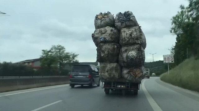 Yük sınırını aşan kamyonetin tehlikeli yolculuğu kamerada