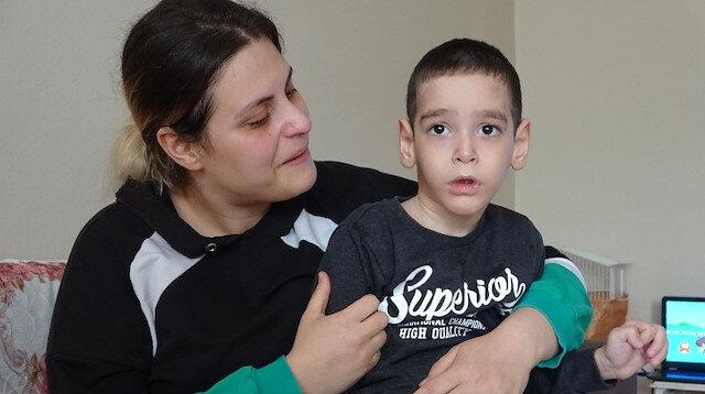 Gözü yaşlı annenin tek isteği oğlunun ilaçlarına ulaşabilmek: Sadece bir aylık ilaçları kaldı