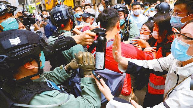 Binlerce kişi sokağa döküldü: Çin Milli Marşı'na saygısızlık tartışması