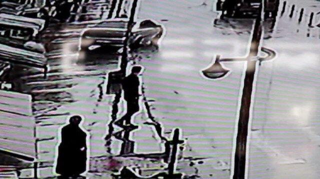 El freni çekilmeyen araç başka bir araca çarparak mağazaya daldı
