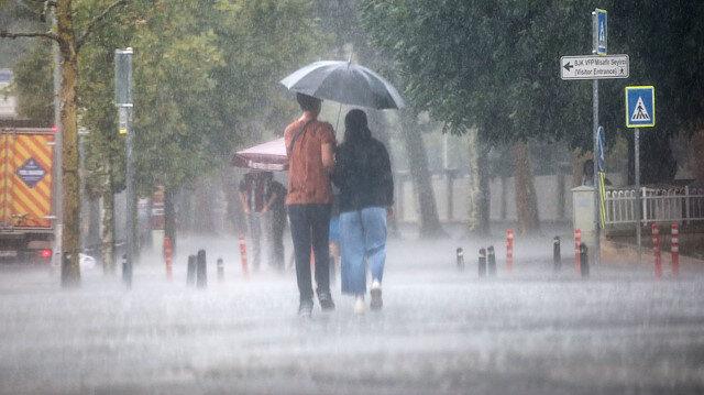Türkiye'nin büyük bölümü sağanak yağışlı: Akşam saatlerine kadar etkili olacak
