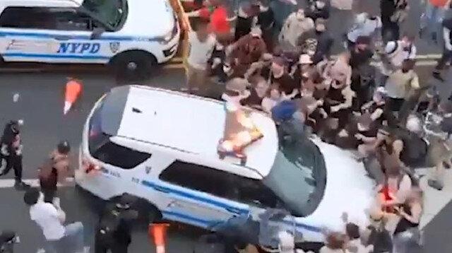 ABD'den şok eden şiddet görüntüleri: Polis arabası göstericileri ezdi