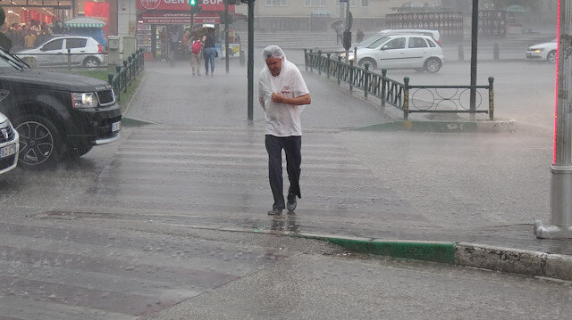 Meteoroloji'den İstanbul için 3 günlük sağanak uyarısı