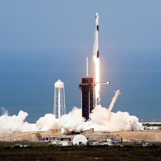 NASA astronotlarını taşıyan SpaceXin uzay aracı fırlatıldı