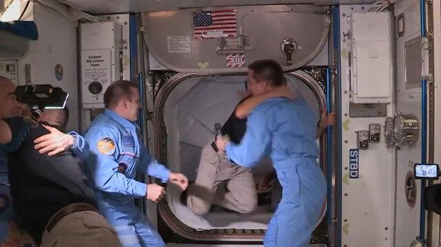 Uzayda Dragon ekibi ISS ekibiyle buluştu: Uzayda tokalaşmak serbest