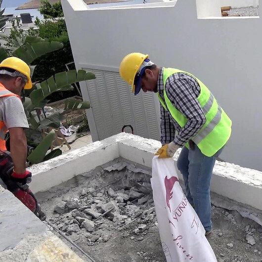 Yılmaz Özdilin villasındaki kaçak eklentilerin yıkımı devam ediyor