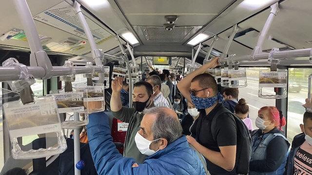 Metrobüslerin içindeki yoğunluk böyle görüntülendi