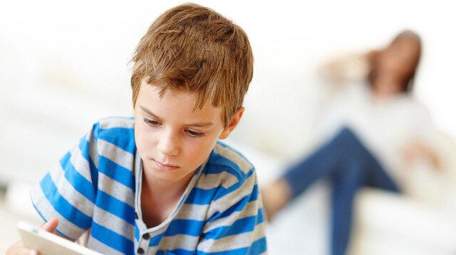 Yazı evde çocuklarıyla geçirecek aileler dikkat: Online aktiviteler daha çok kontrol edilmeli