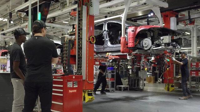 Yeniden üretime başlayan Tesla'da bir çalışanın COVID-19 testi pozitif çıktı
