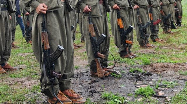 Bir milyon liraya kadar ödülle aranan PKK'nın sözde Şehidan komutanı R.Y Hakkari'de teslim oldu