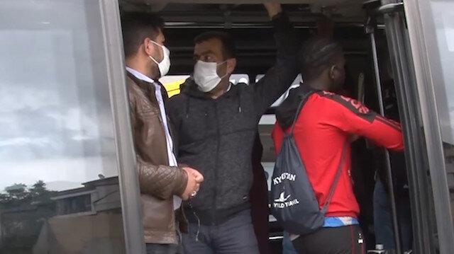 Yasağı hiçe sayıp 14 kişilik minibüse 35 kişi aldı
