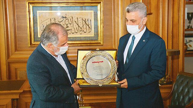 Albayrak Grubu CEO'su Prof. Dr. Ömer Bolat'a 20. yıl plaketi