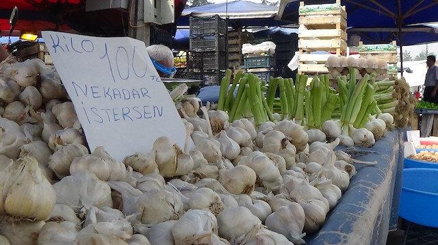 Sarımsağın kilosu 100 lirayı buldu: Suriyeliler genelikle bir kaç kilo alıyor