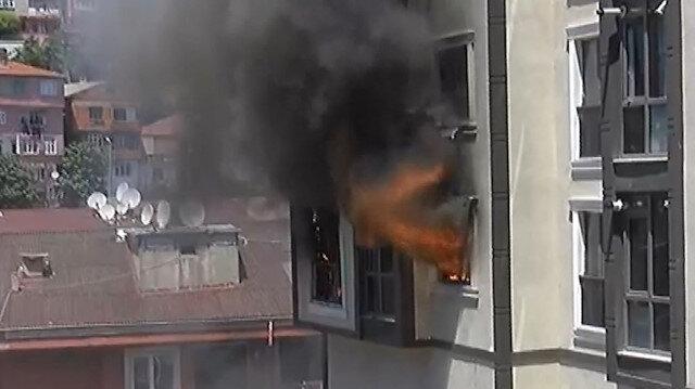 Alibeyköy'de korkutan yangın: Üst kattakiler mahsur kaldı
