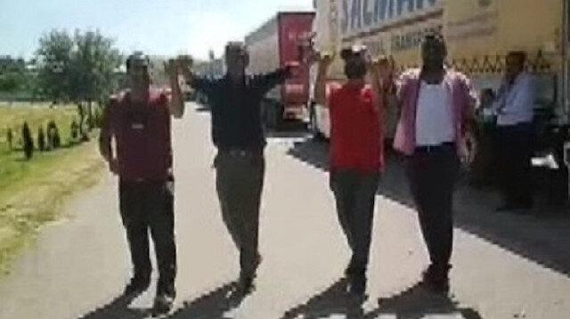 Sınır kapısının açılmasını halaylarla kutladılar