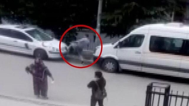 Eski sevgilisi barışma isteğini kabul etmeyince kapıdaki arabasını parçaladı