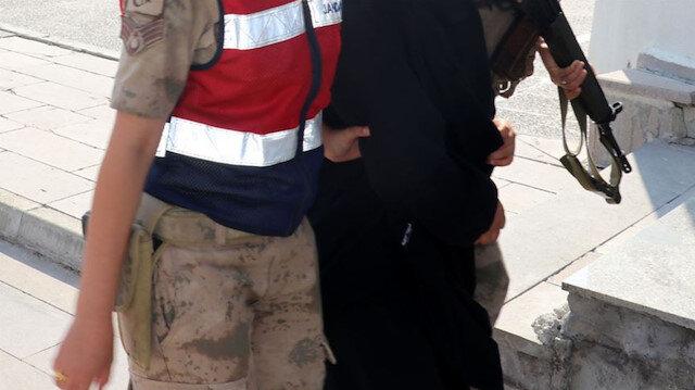 DEAŞ'lı 2 kadın yakalandı: İl Göç İdaresi Müdürlüğüne teslim edildiler