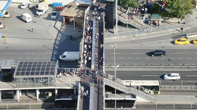 Cevizlibağ Metrobüs durağındaki kalabalık havadan görüntülendi