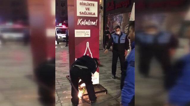 İBB ekipleri Beyoğlu Belediyesi'nin maske ve dezenfektan stantlarını vinçle söktü