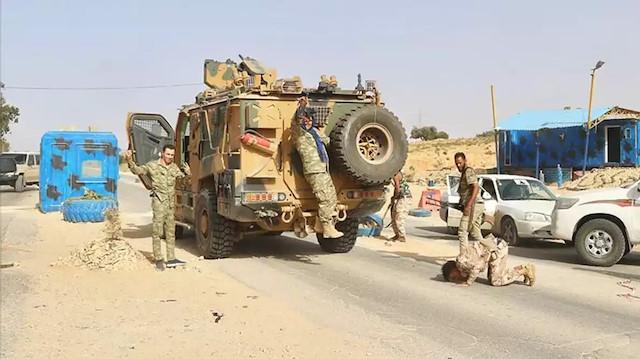 Sirte'de sıcak saatler: Libya ordusu önce aldı sonra geri çekildi