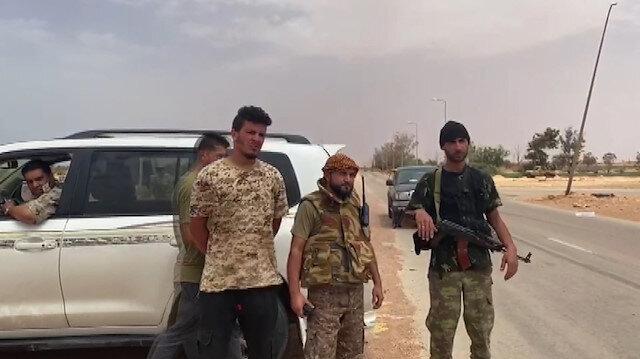 UMH güçlerinden Sirte'nin girişinde kontrol uygulaması yapıyor