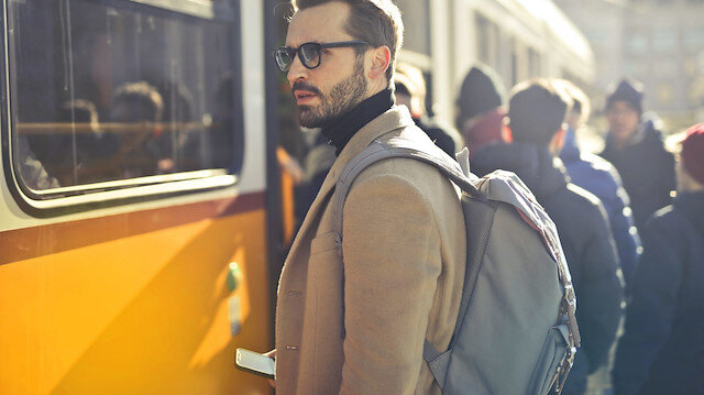 Post-modern Mitoloji Sözlüğü: Sırt çantası ve personel servisi