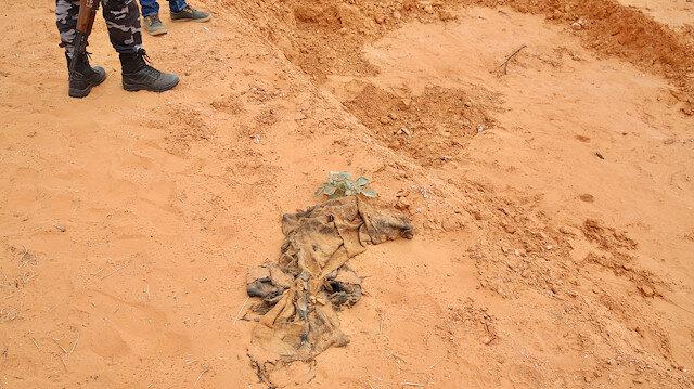 Hafter milislerinden kurtarılan bölgelerden ceset fışkırıyor